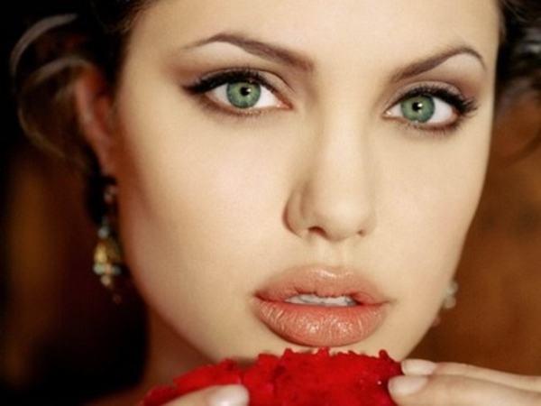 Xem tướng phụ nữ miệng rộng môi dày